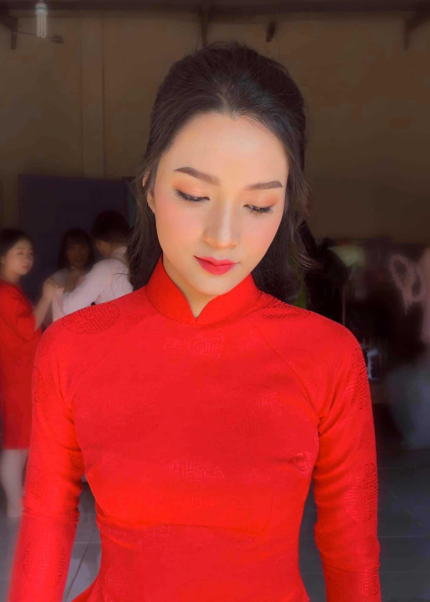 trang điểm cô dâu tone hồng