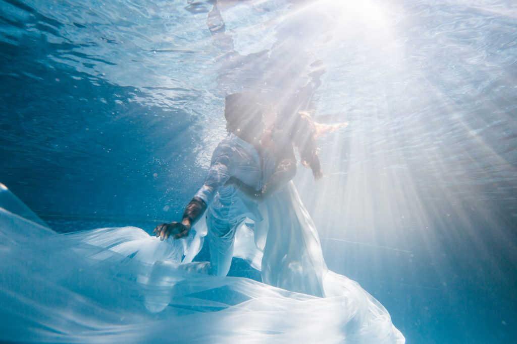 chụp hình cưới dưới nước