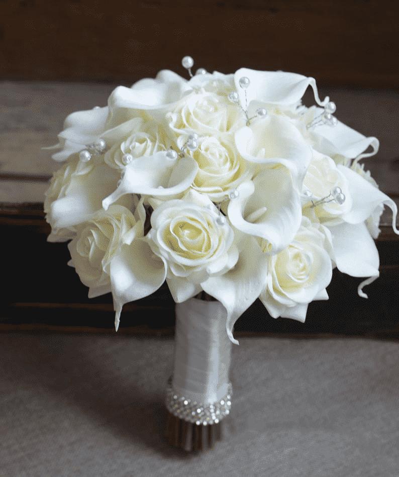 thuê hoa cầm tay cô dâu đẹp