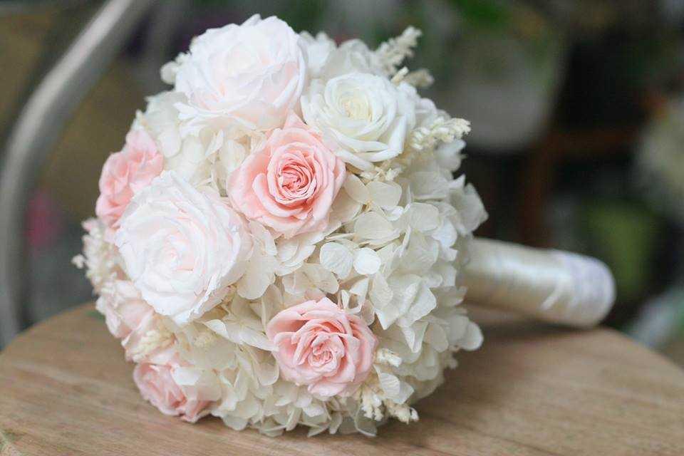 thuê hoa cầm tay cô dâu giá rẻ