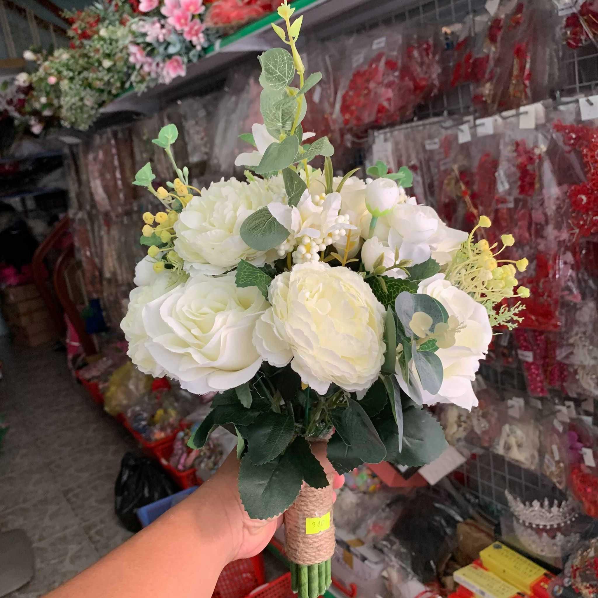 thuê hoa cưới cầm tay đẹp