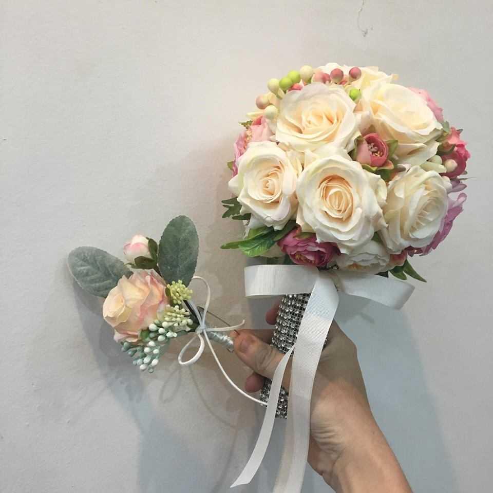 thuê hoa cưới cầm tay cô dâu