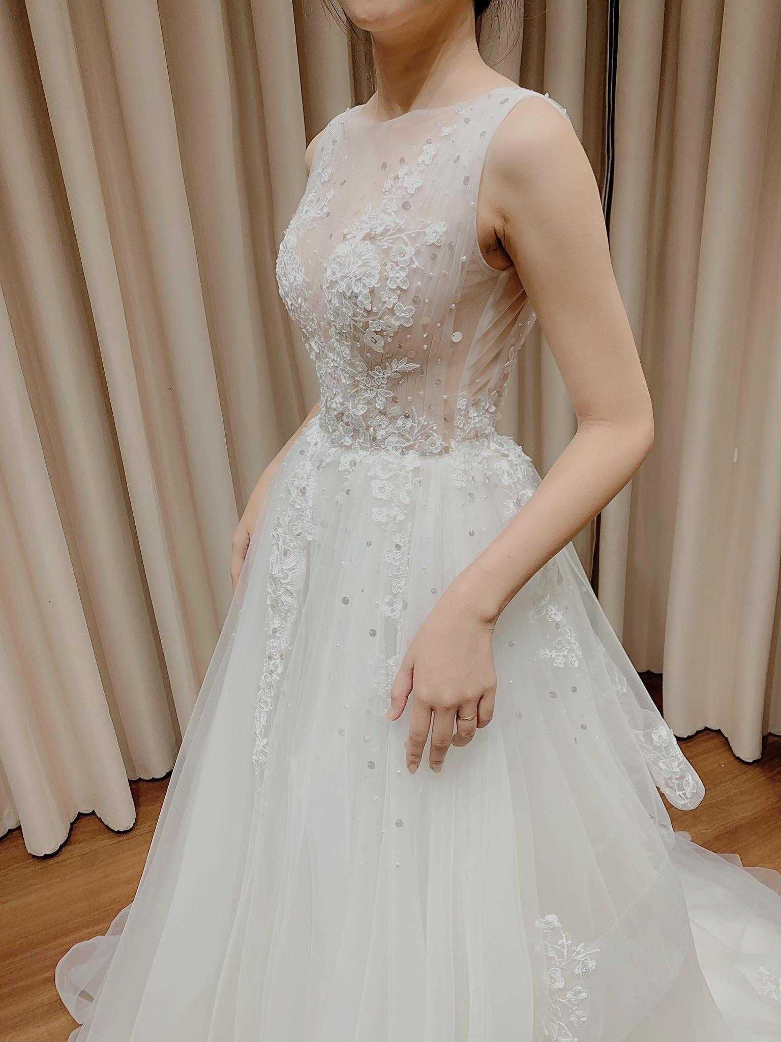 áo cưới cho bà bầu 4 tháng