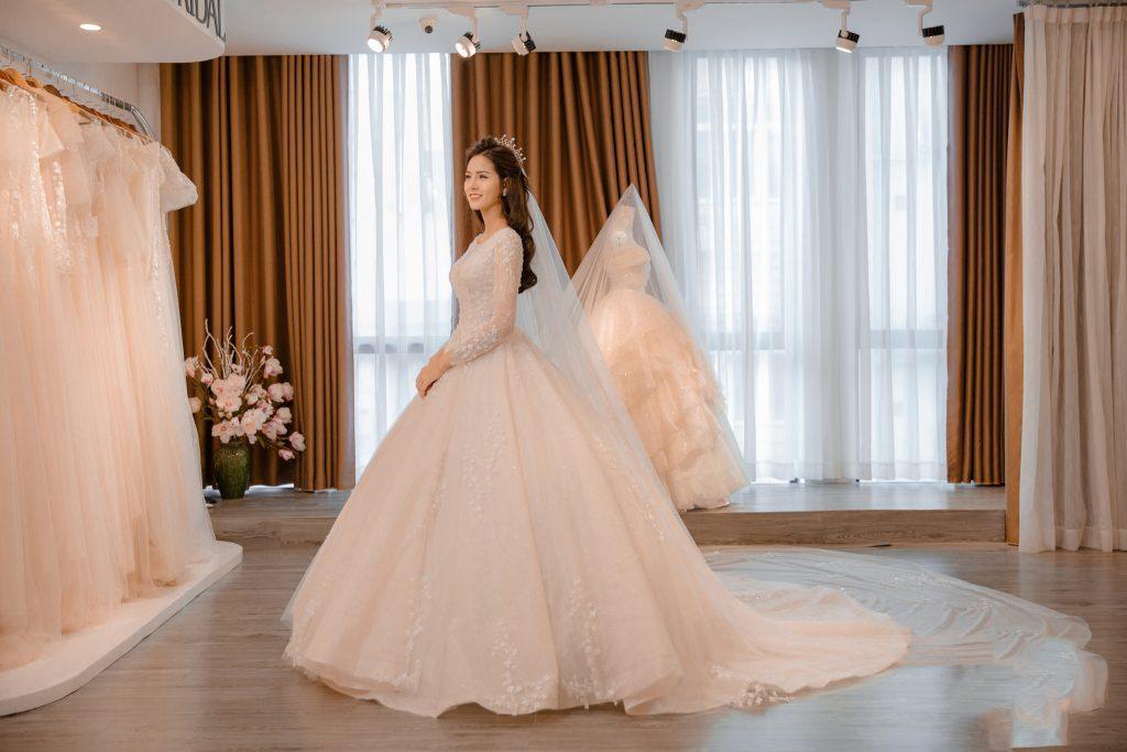áo cưới cho bà bầu 7 tháng