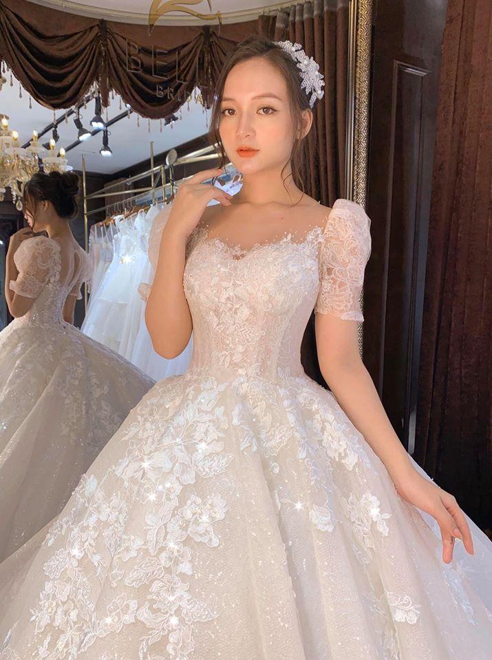 áo cưới cổ thuyền cho cô dâu ốm