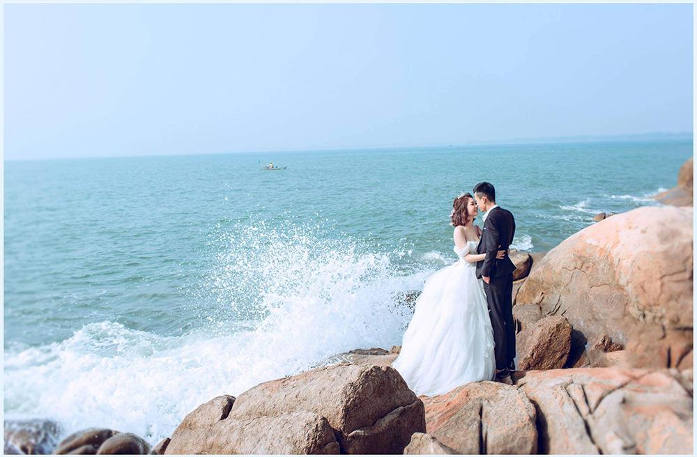thuê váy cưới chụp hình ở biển