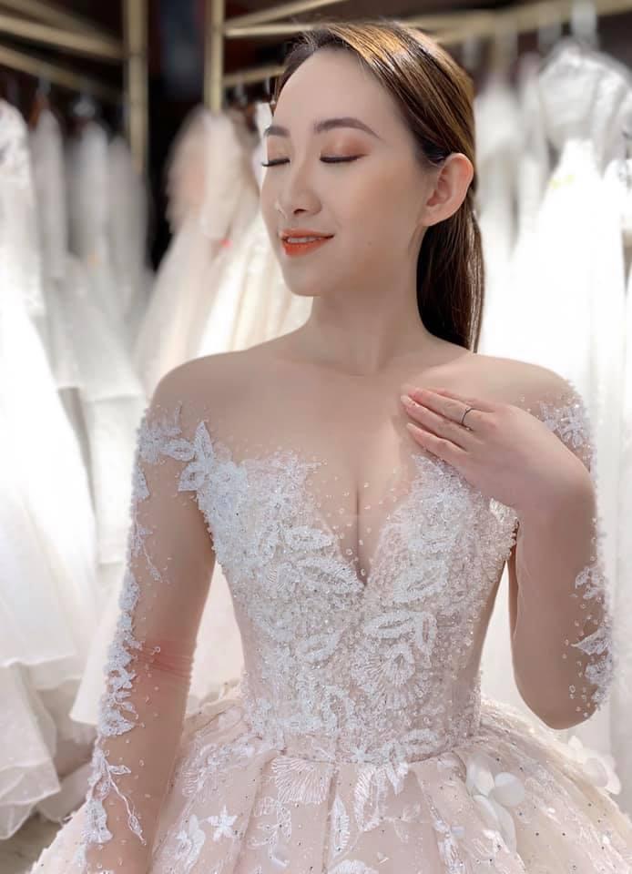 váy cưới cho cô dâu gầy cúp ngực tim