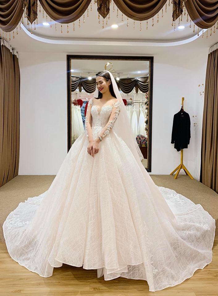 váy cưới bồng cho cô dâu gầy cao