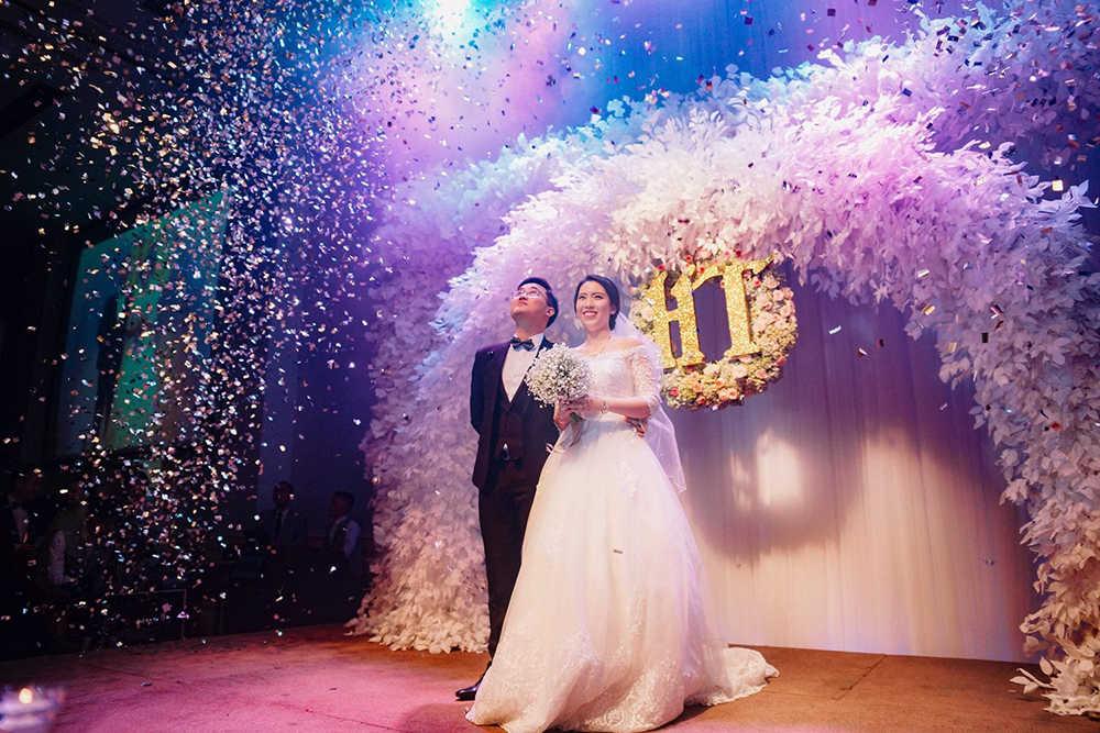 chụp ảnh cưới tiệc