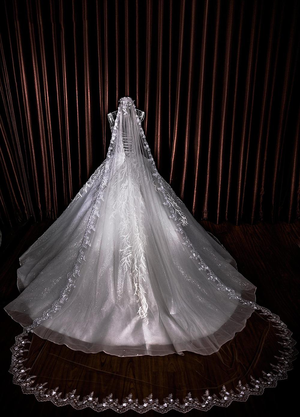 váy cưới thiết kế riêng