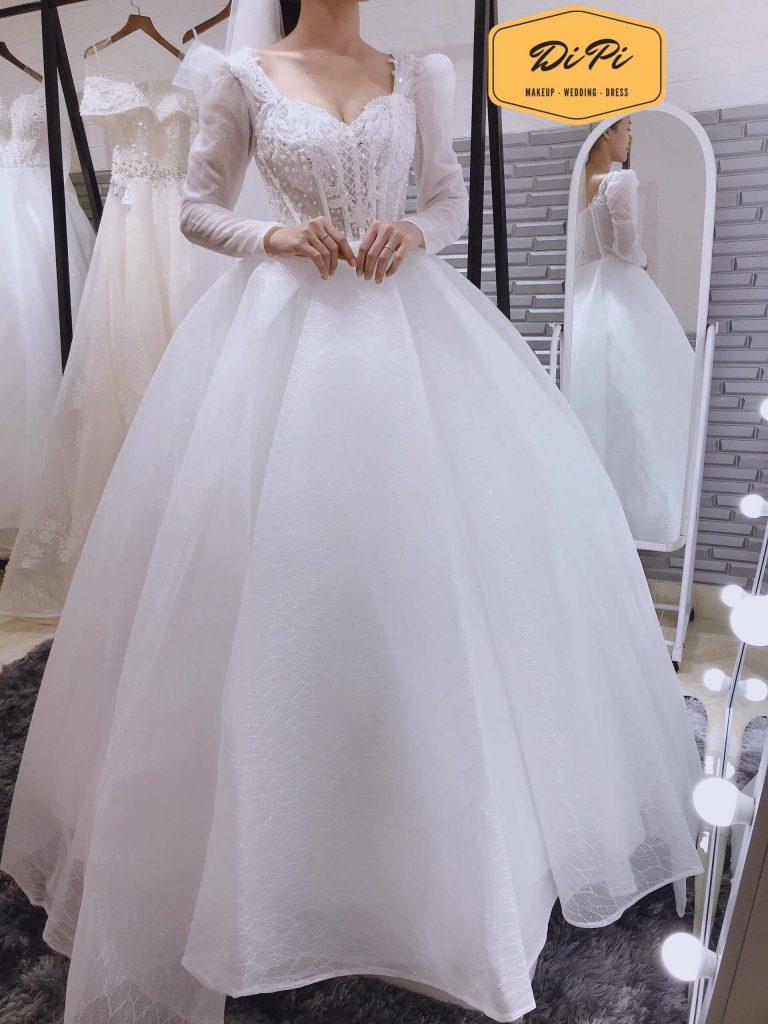 áo cưới màu trắng chữ A