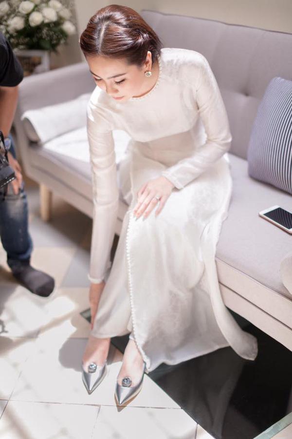 áo dài cưới màu trắng đơn giản