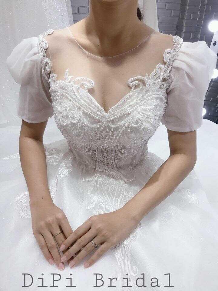 váy cưới màu trắng đơn giản