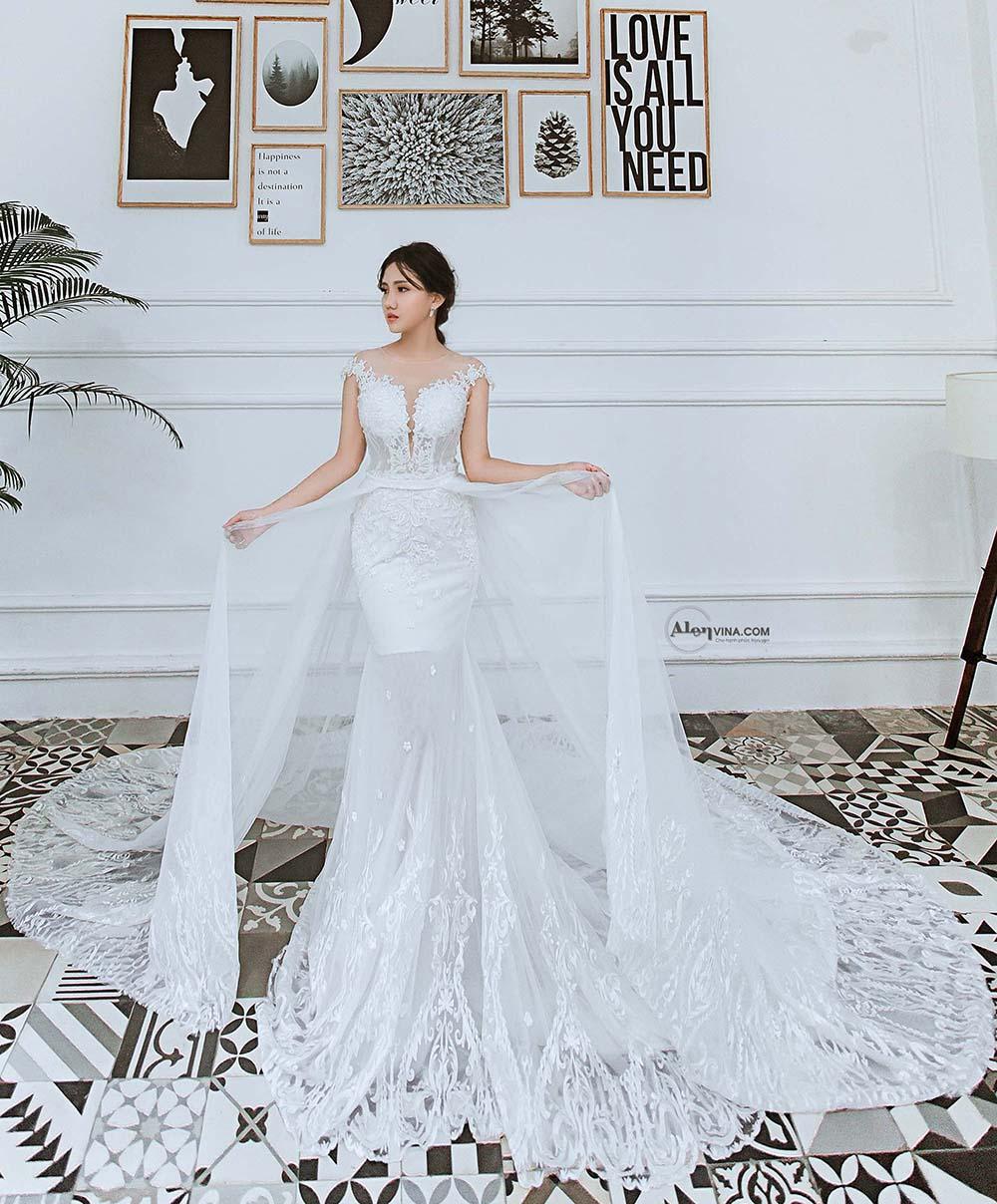 váy cưới màu trắng đuôi cá