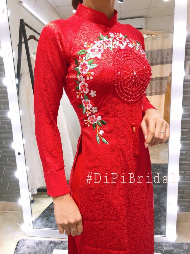 áo dài cô dâu mà đỏ kết cườm