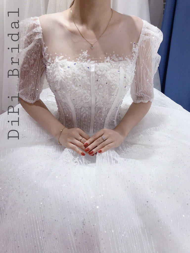 áo cưới màu trắng