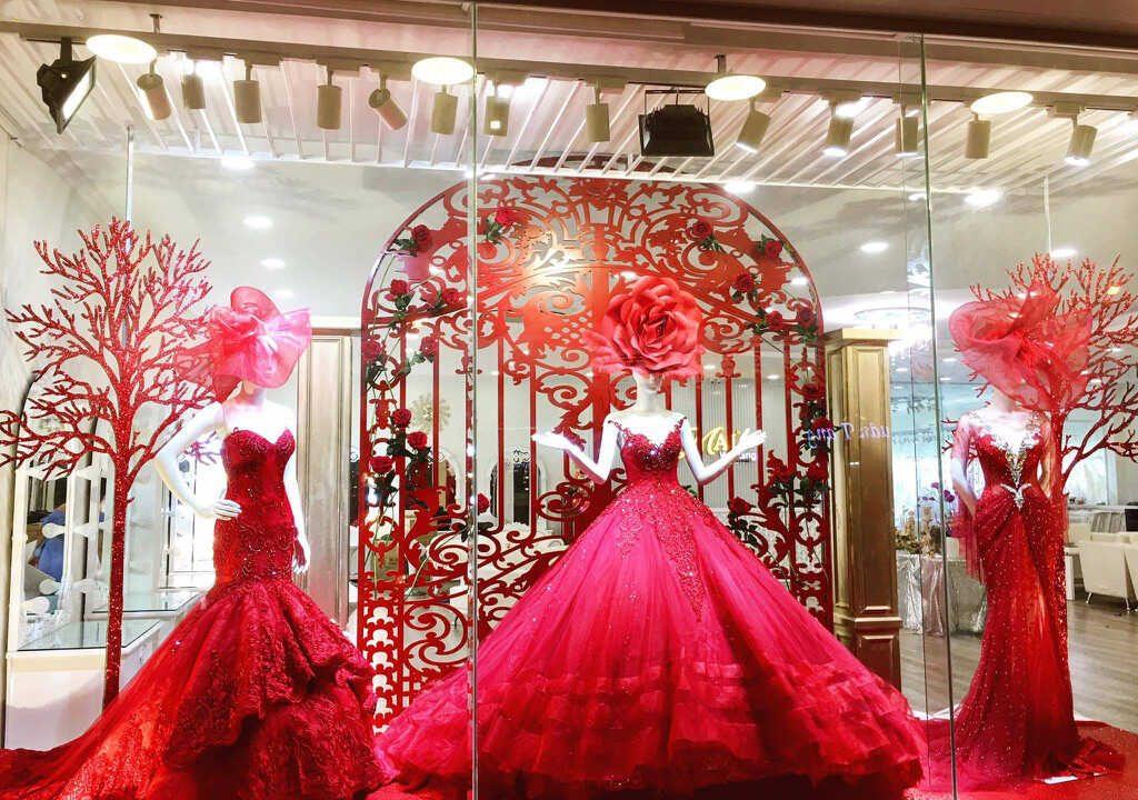 váy cưới màu đỏ