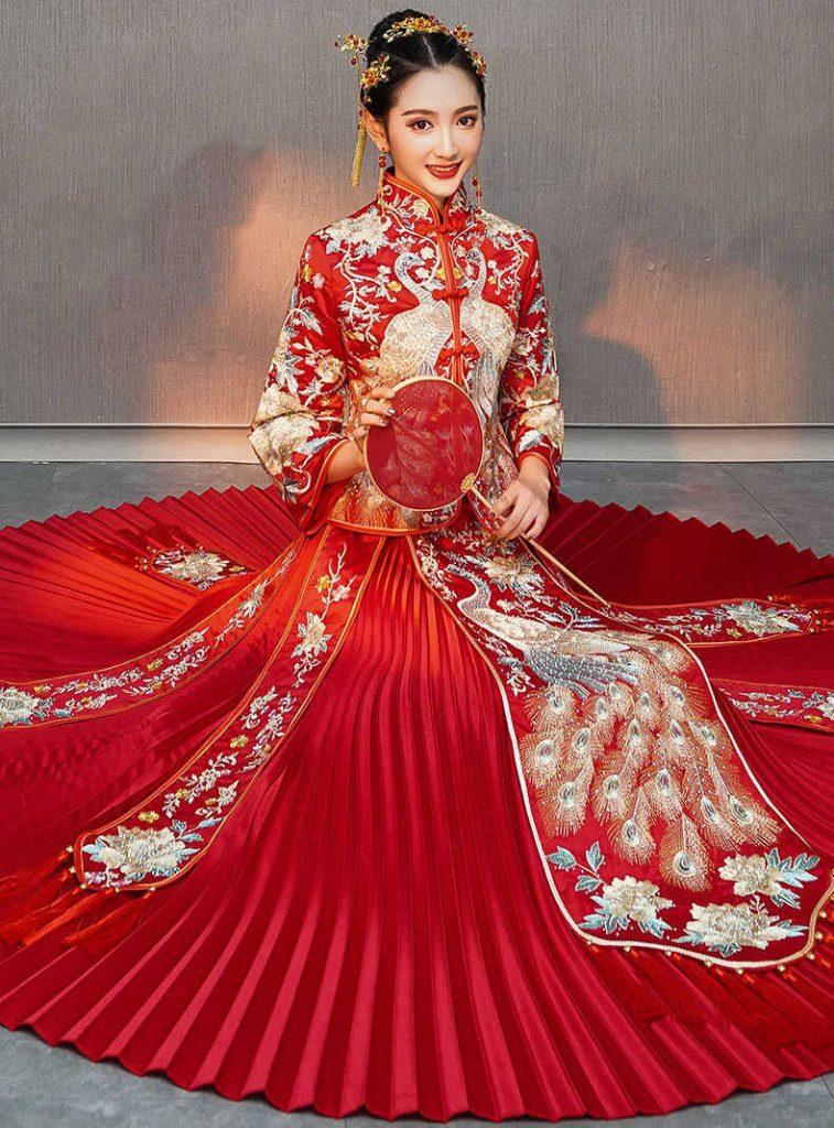 váy cưới màu đỏ trung hoa