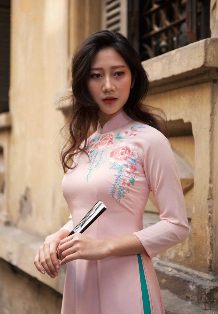 áo dài cô dâu màu hồng