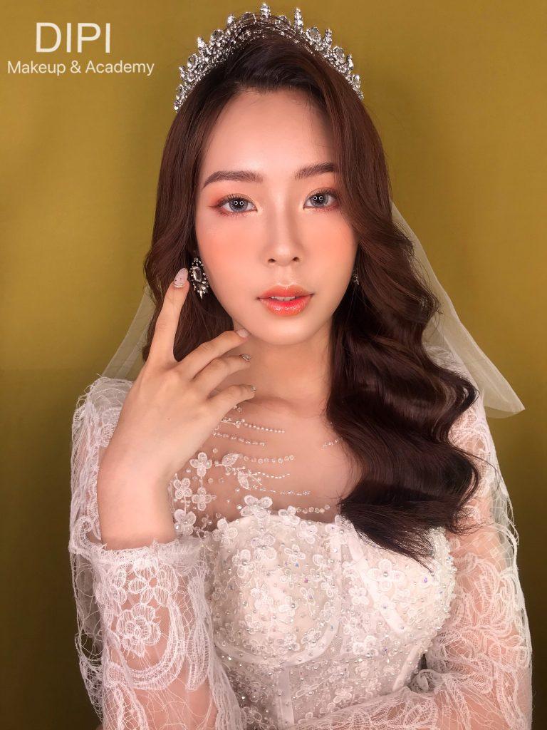 trang điểm cô dâu nhẹ nhàng tự nhiên