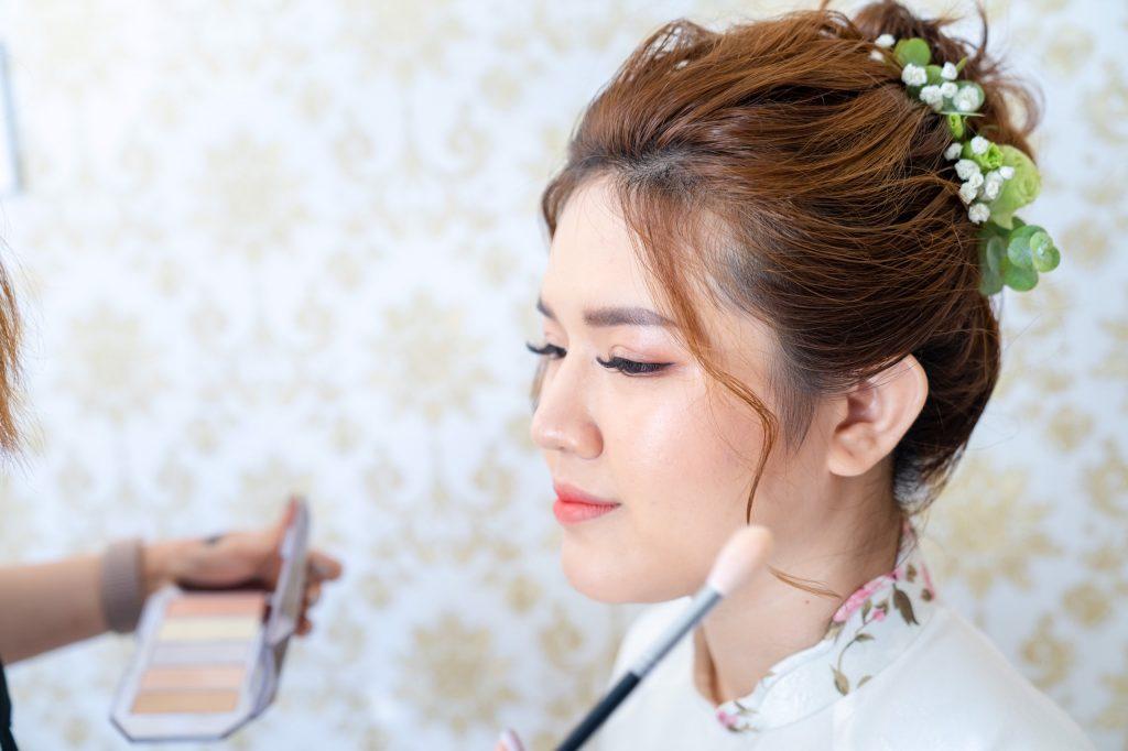 trang điểm cô dâu tại nhà